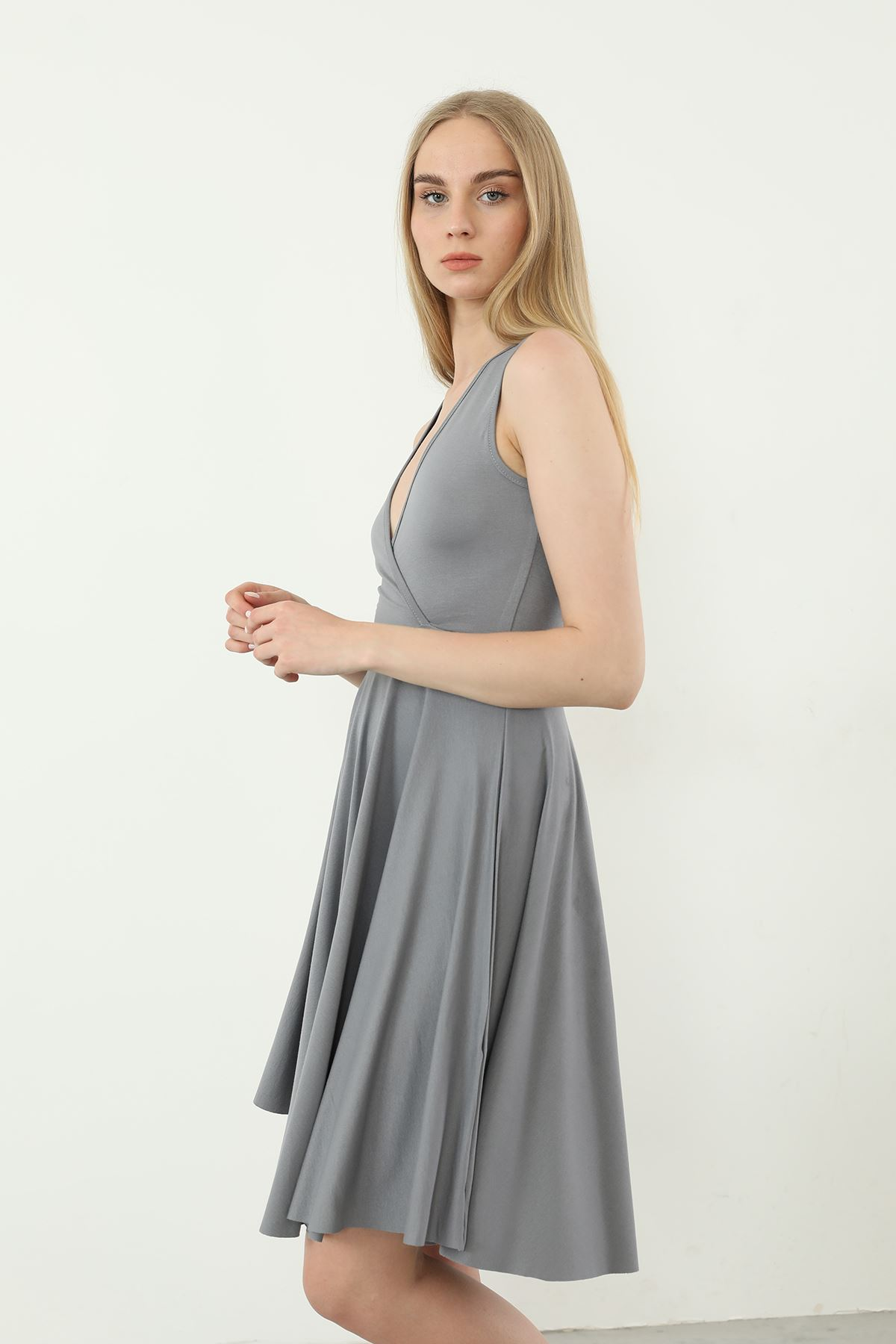 V Yaka Elbise-Gri