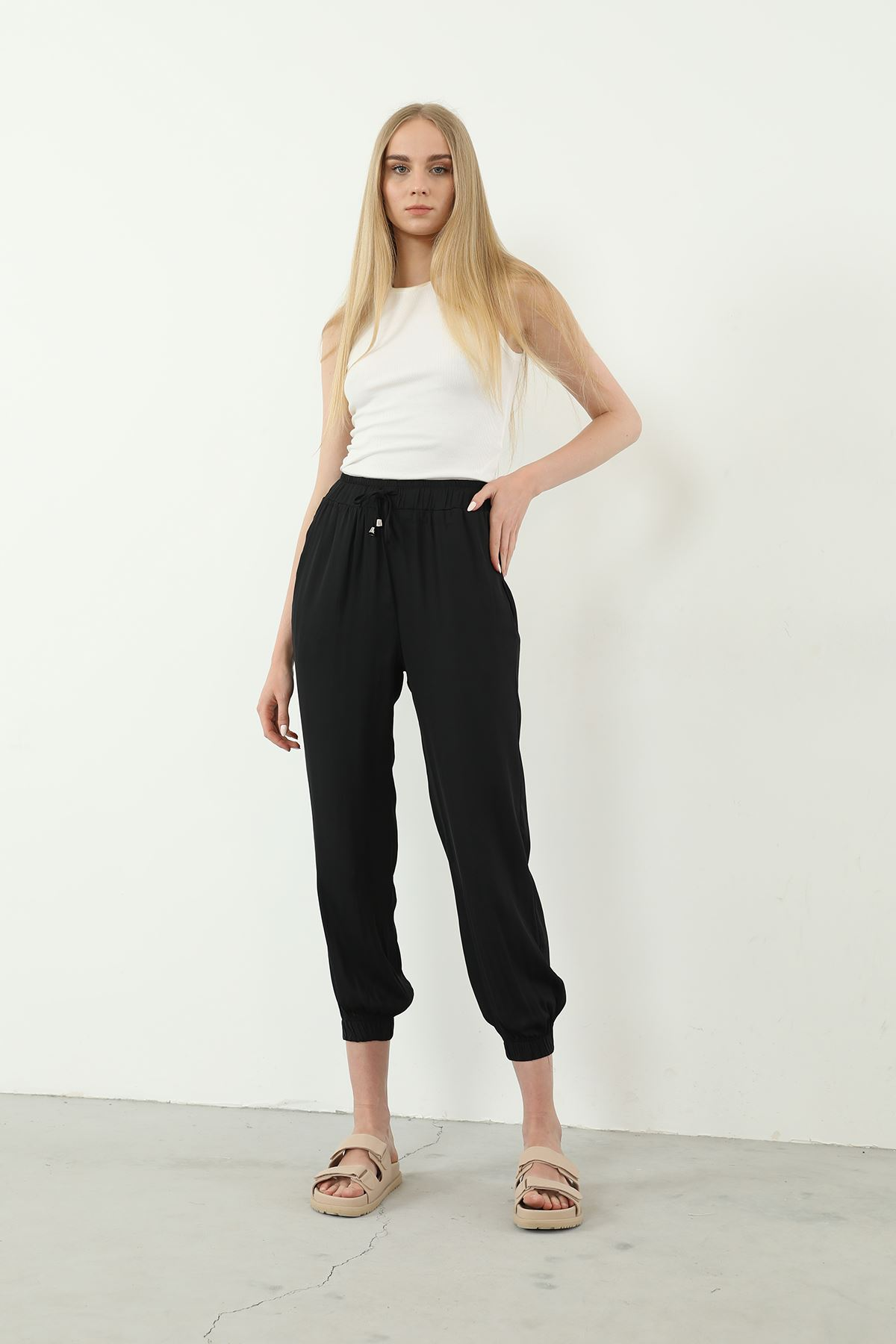 Paçası Lastikli Pantolon-Siyah