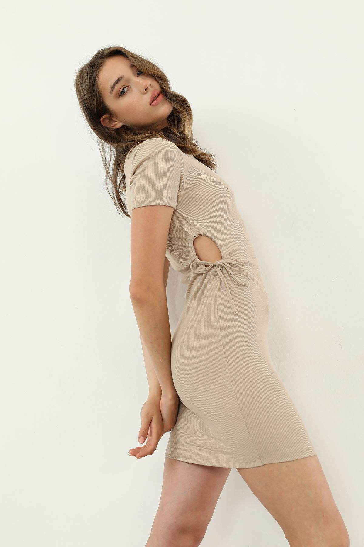 Büzgü Detay Elbise-Bej