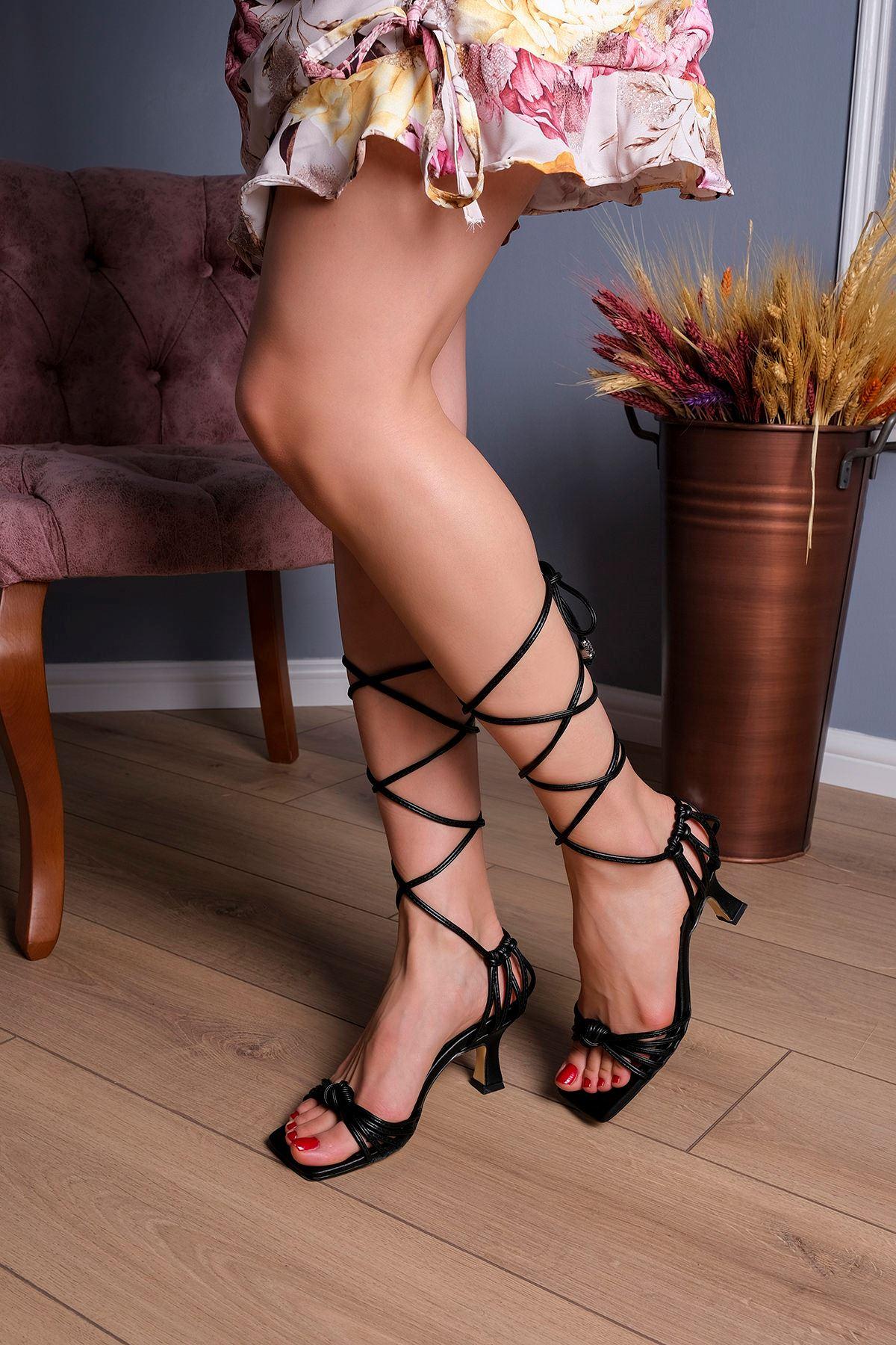 Bağlamalı Topuklu Ayakkabı-Siyah