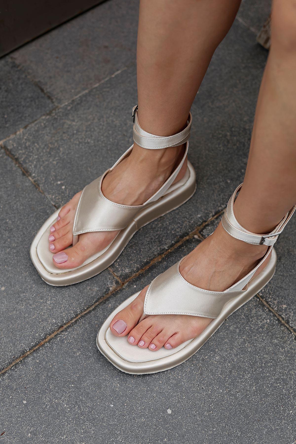 Parmak Arası Saten Sandalet-Ekru