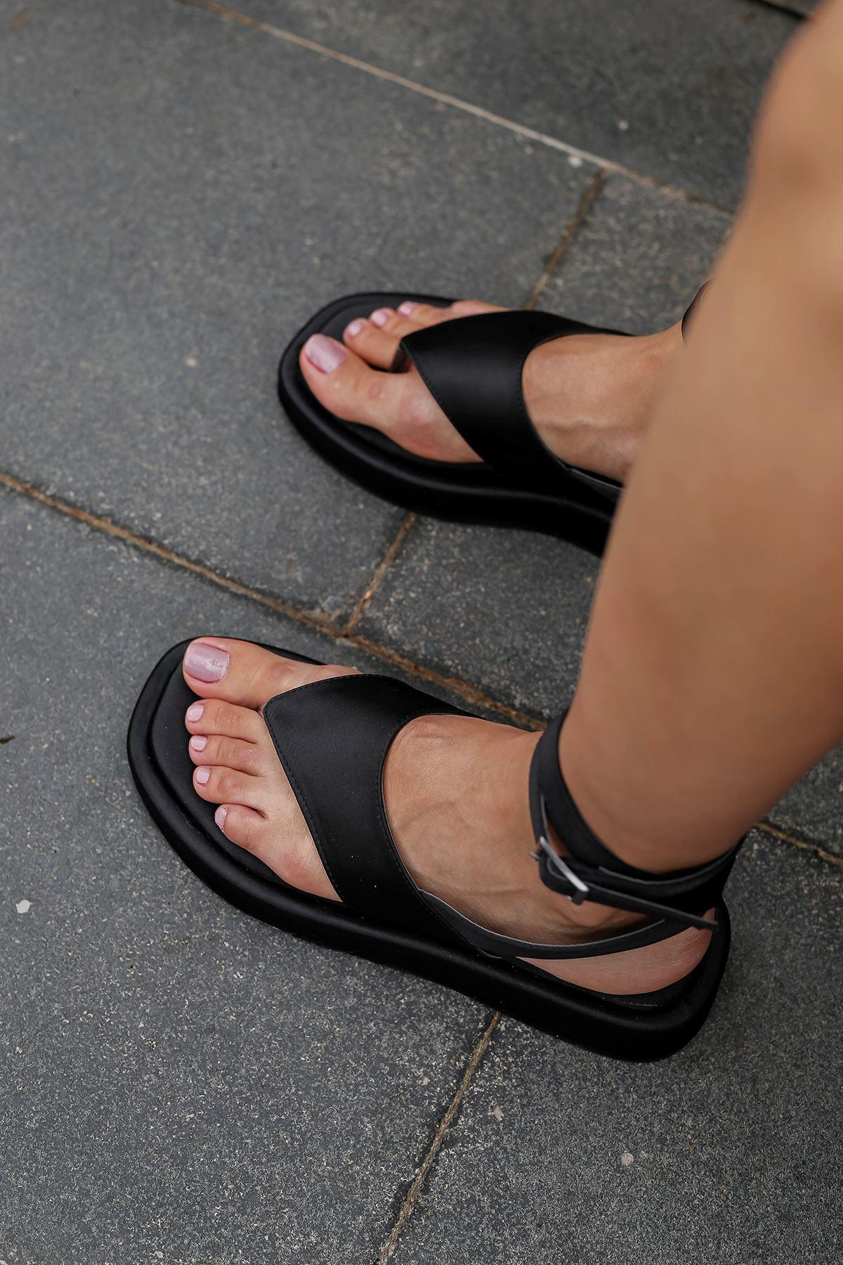 Parmak Arası Saten Sandalet-Siyah