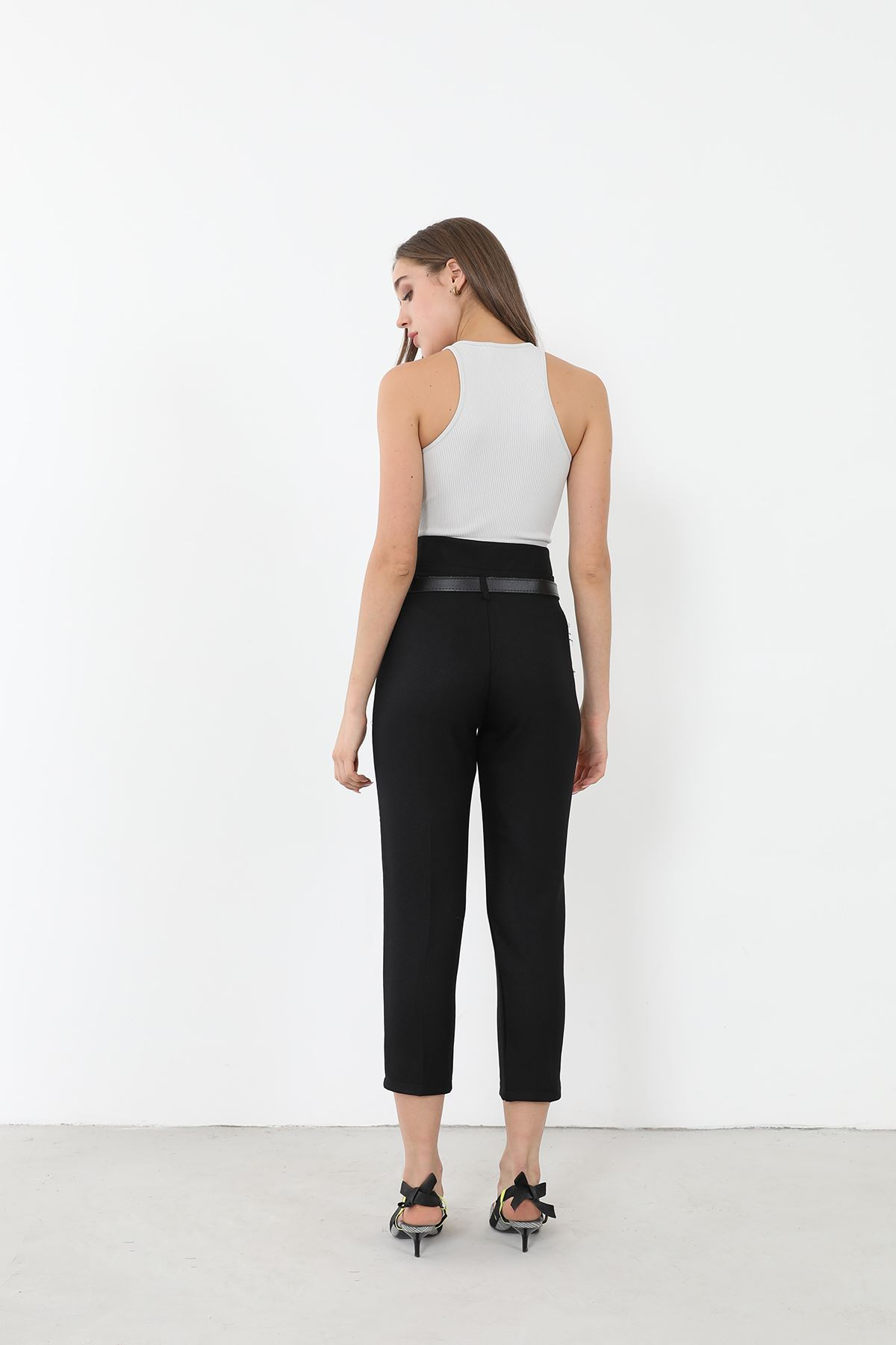 Kemerli Düz Paça Pantolon-Siyah