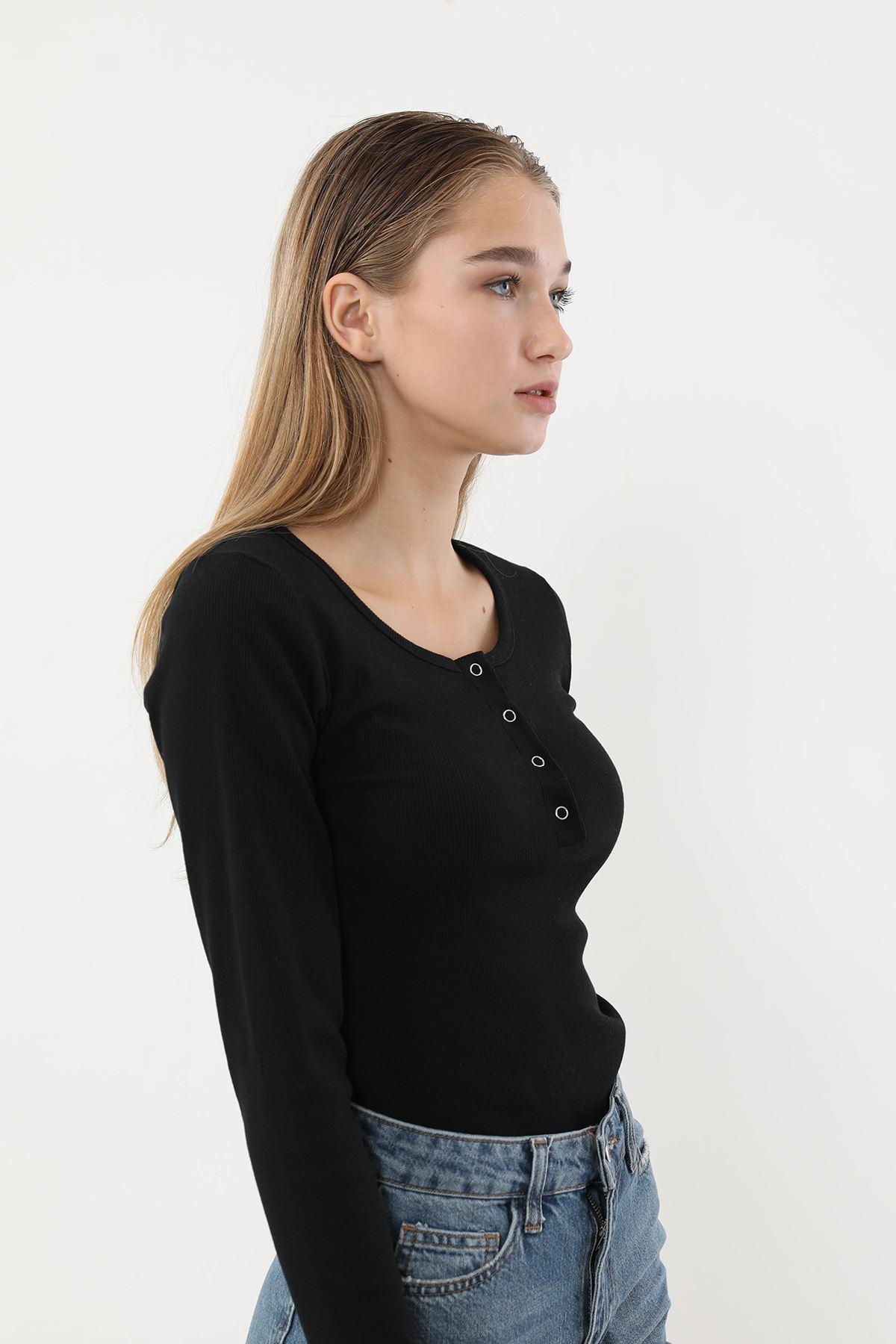 Önü Çıtçıtlı Bluz-Siyah