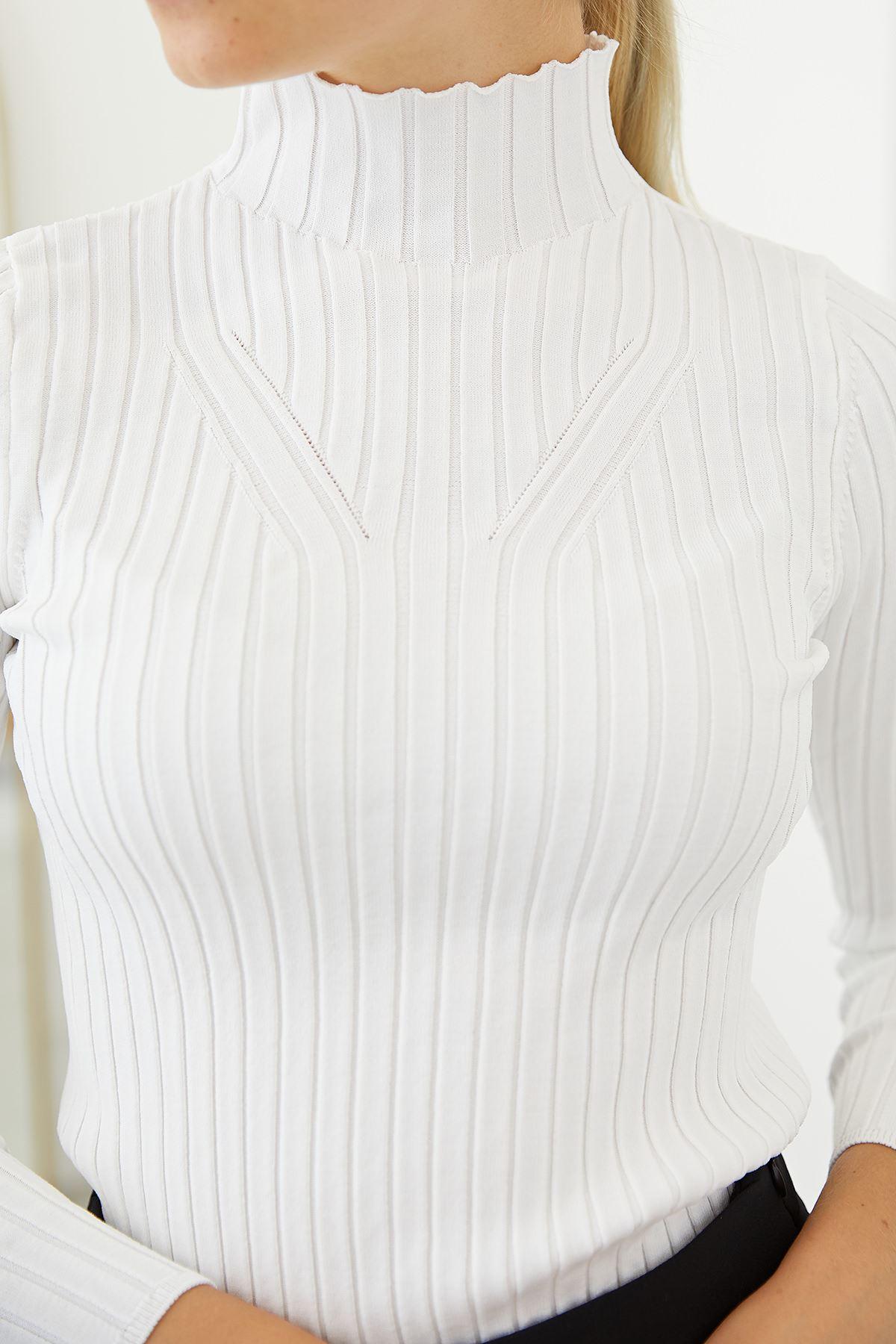Dik Yaka Triko Bluz-Beyaz