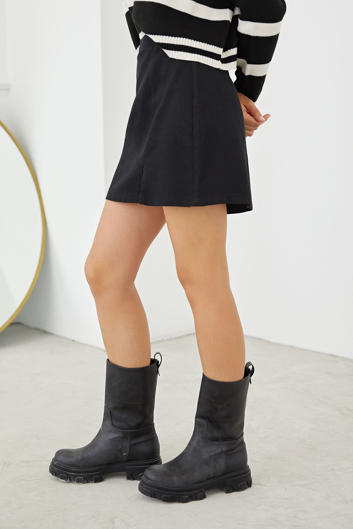 Yırtmaçlı Mini Etek-Siyah